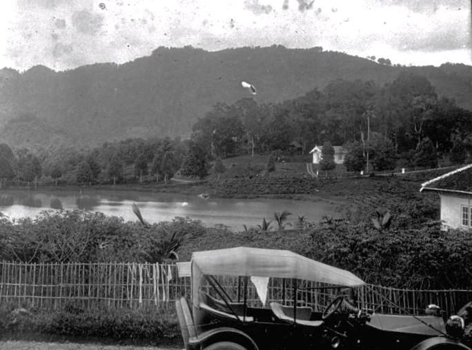 https://pleisbilongtumi.files.wordpress.com/2012/10/danau-setu-cigudeg-19182.jpg