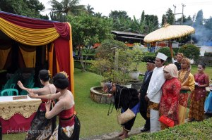 Guiding the groom