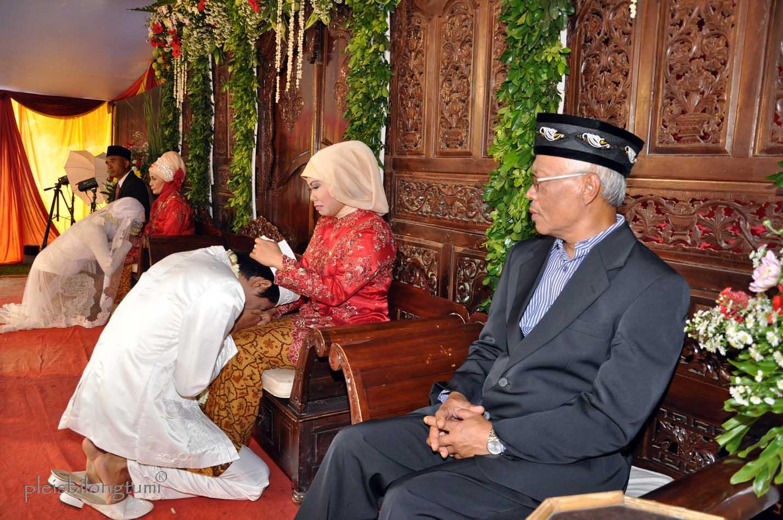 Traditional sunda wedding ceremony cigudeg pleis bilong tu mi